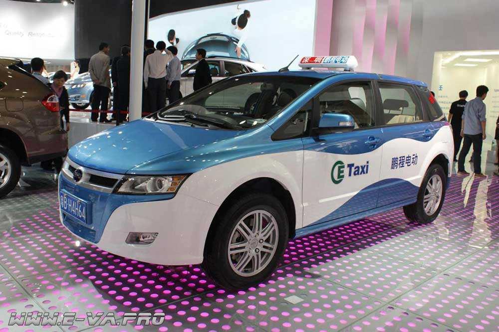 Китайских таксистов пересаживают на электромобили