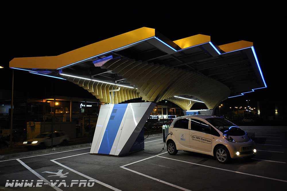 Эксперты представили концепцию зарядной станции для электромобилей.