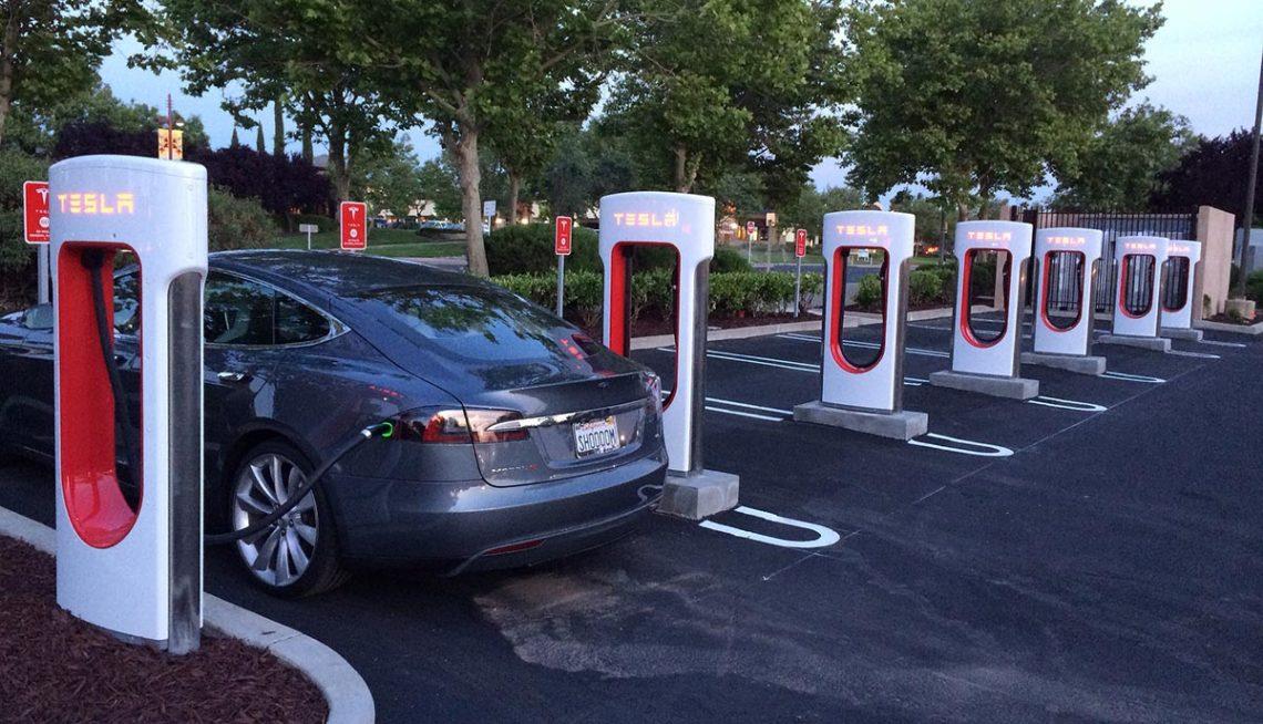 Бесконечную бесплатную зарядку для Tesla Model 3 отменили