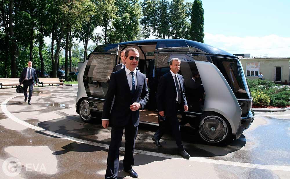 На российском беспилотном электроавтобусе прокатили Медведева