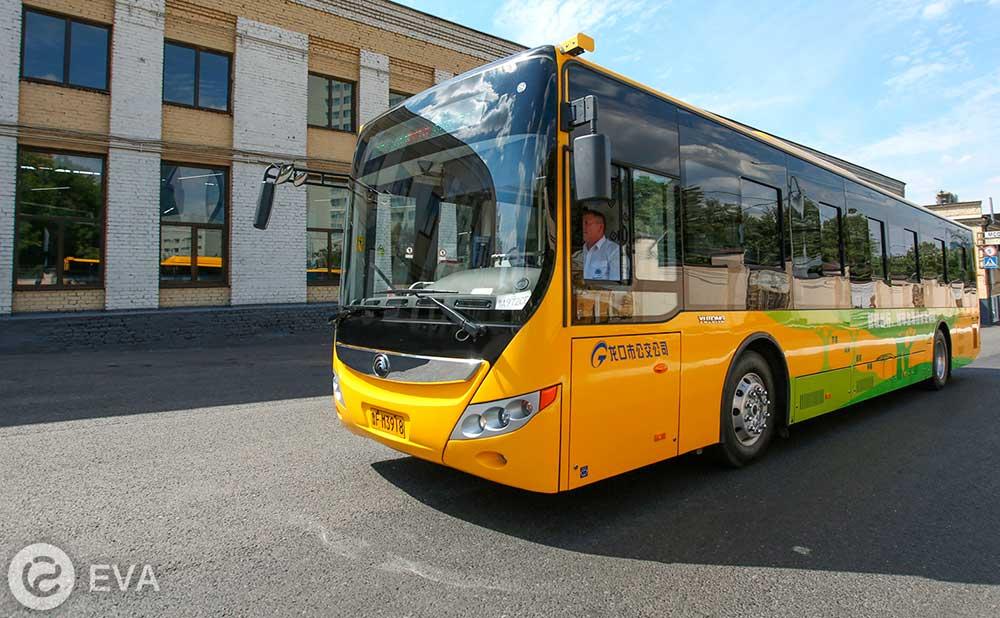 Китайский электробус Yutong на улицах Москвы